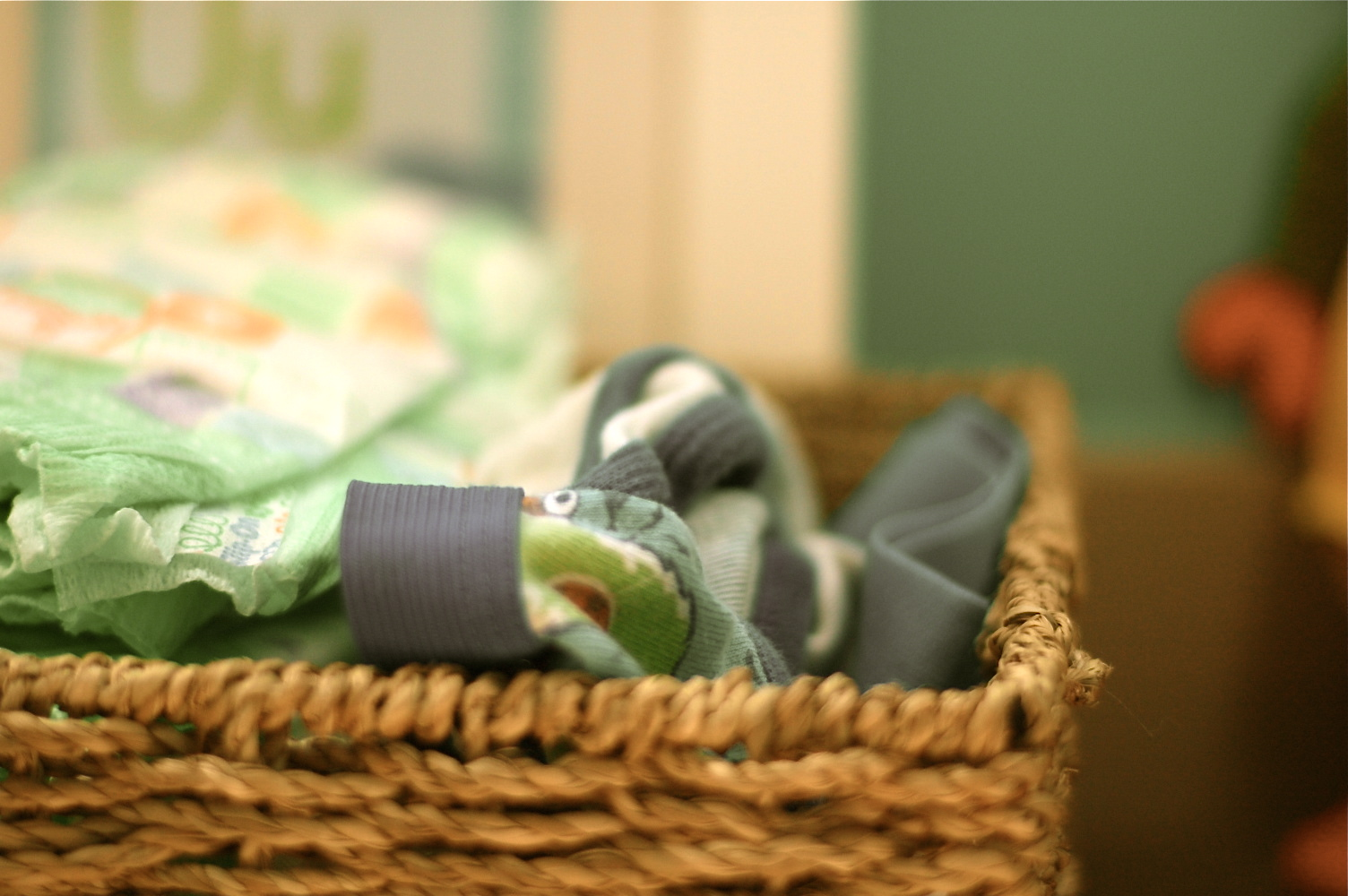 cloth diapering and disposables (for in-betweenie mamas)