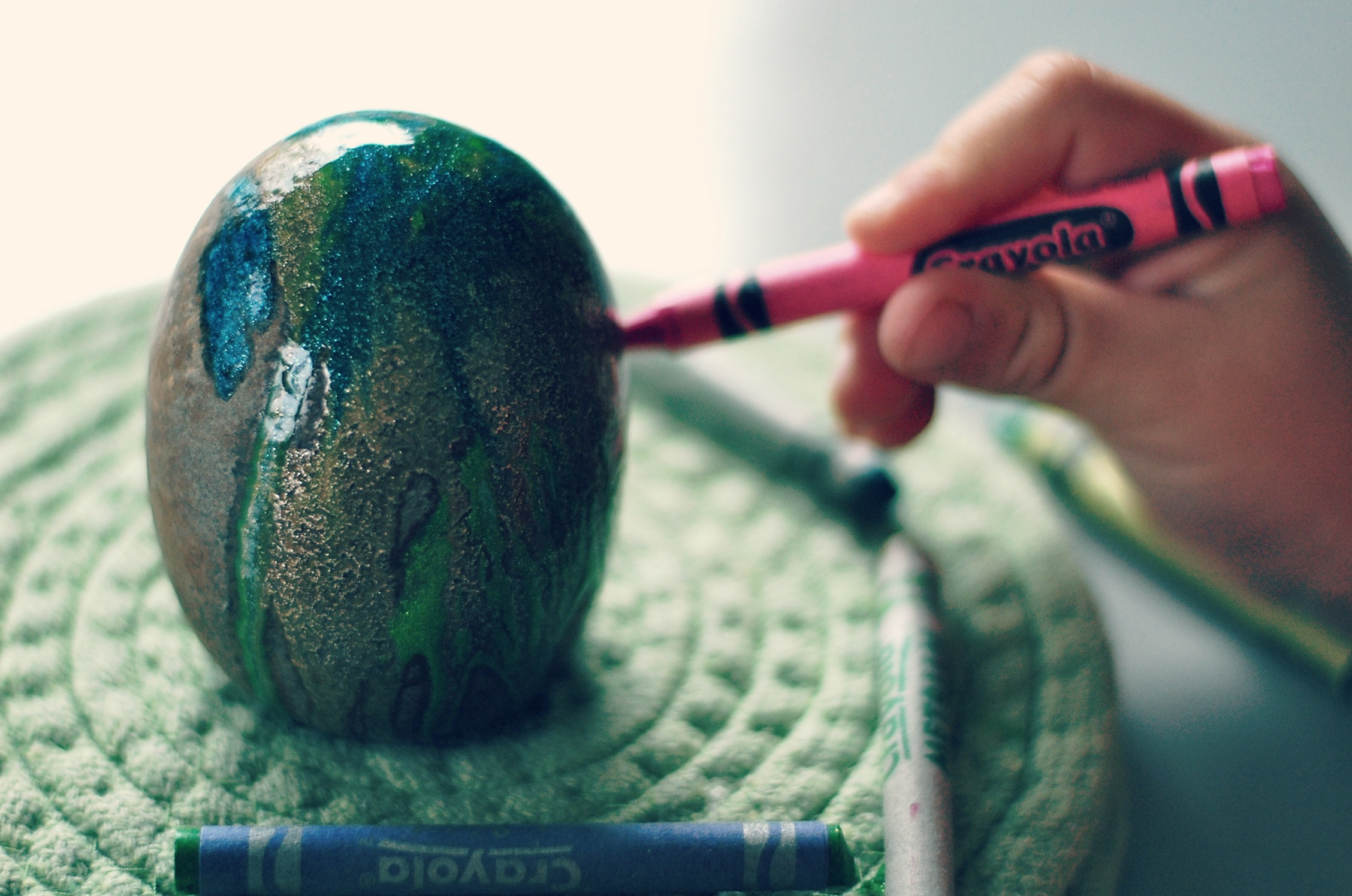 how to: paint rocks with crayons